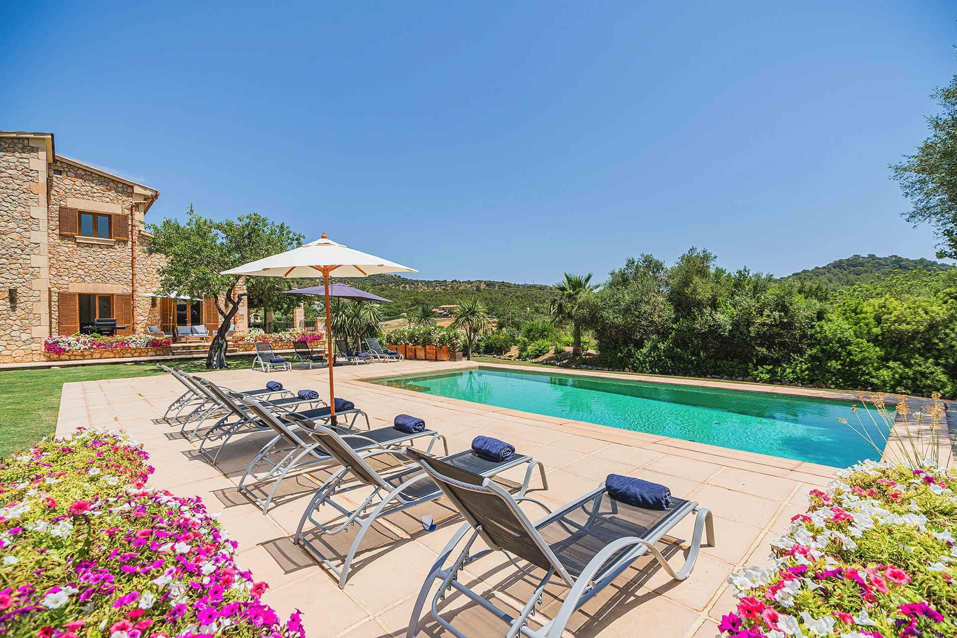 01-348 Luxus Familien Finca Norden Mallorca Bild 1