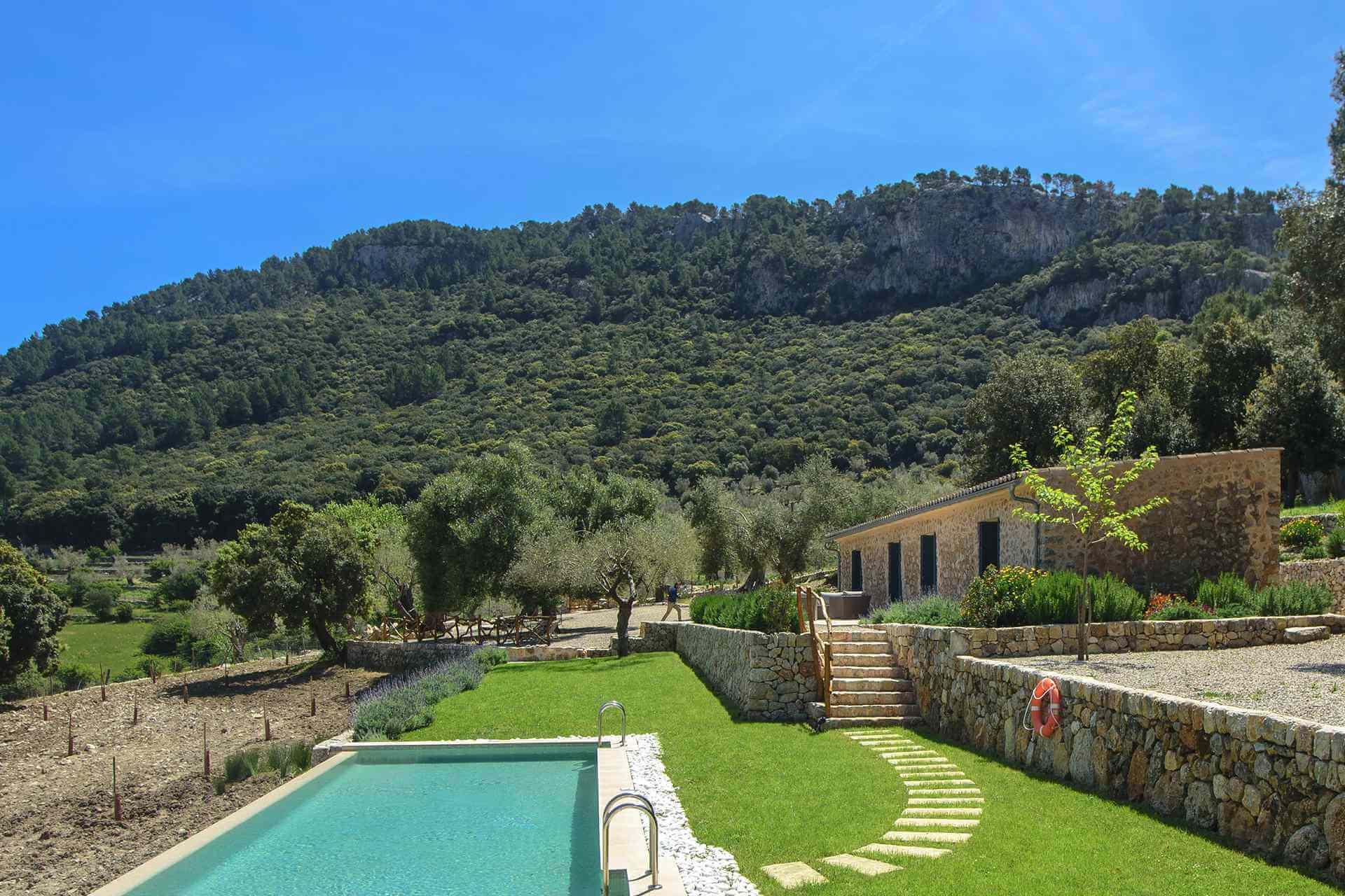 01-339 moderne kleine Finca Mallorca Westen Bild 1