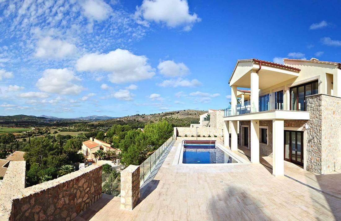 01-328 Villa mit Ausblick Nordosten Mallorca Bild 1