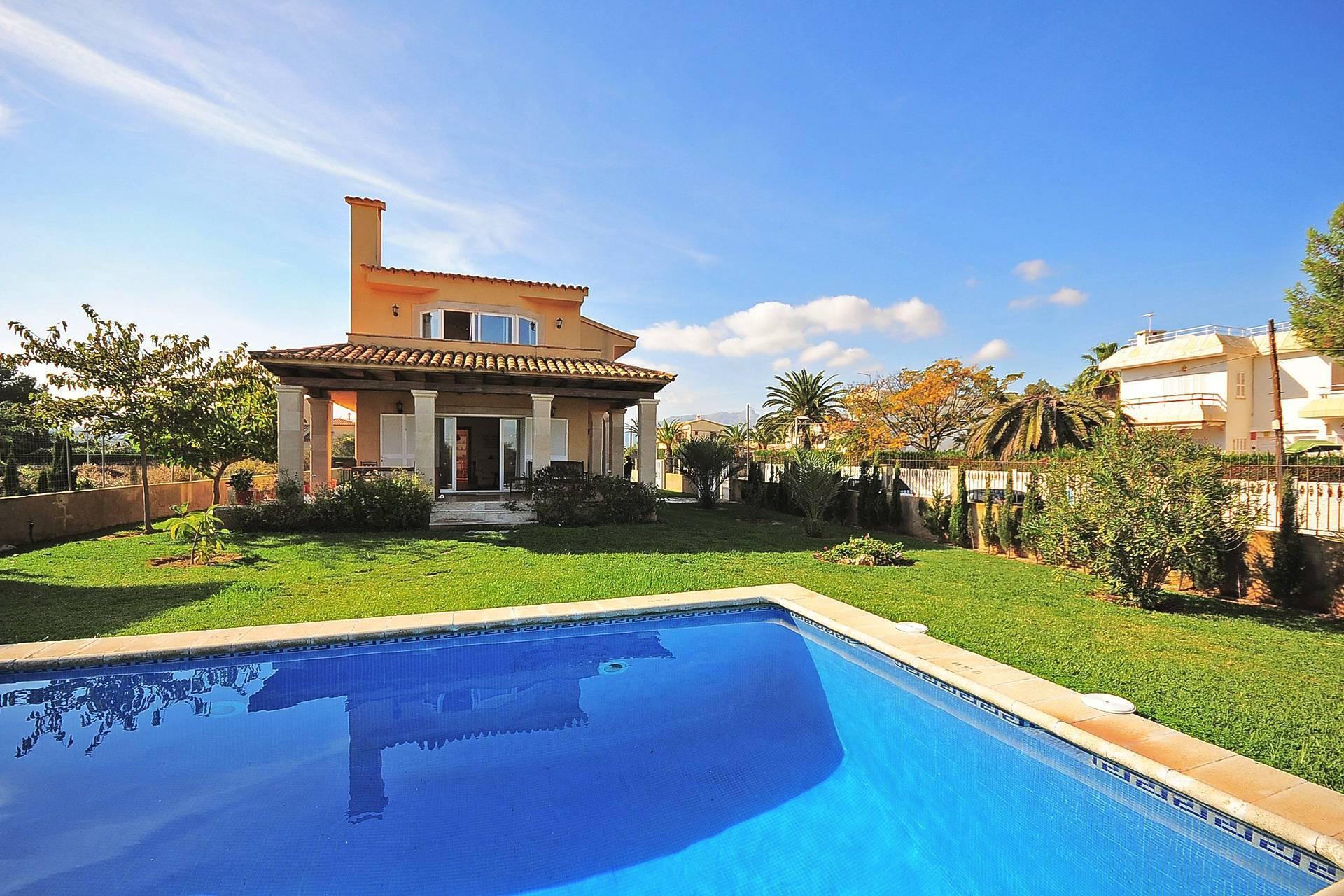 01-233 Ferienhaus am Strand Mallorca Norden Bild 1