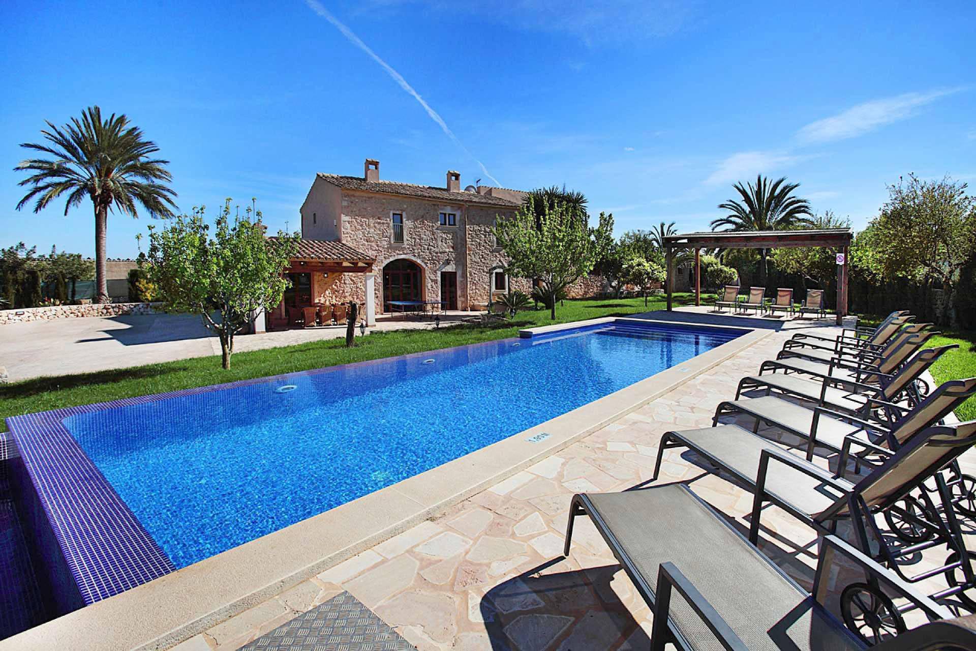 01-33 Spacious holiday home Mallorca East Bild 1