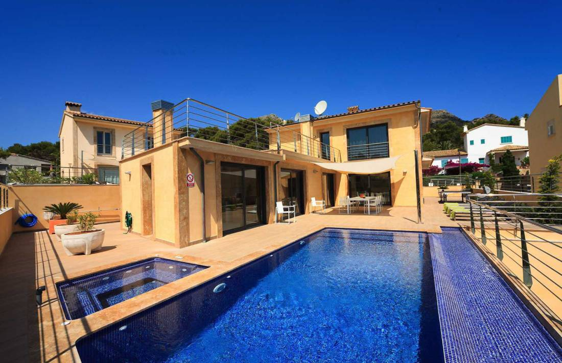 01-35 Villa Mallorca Norden mit Pool Bild 1