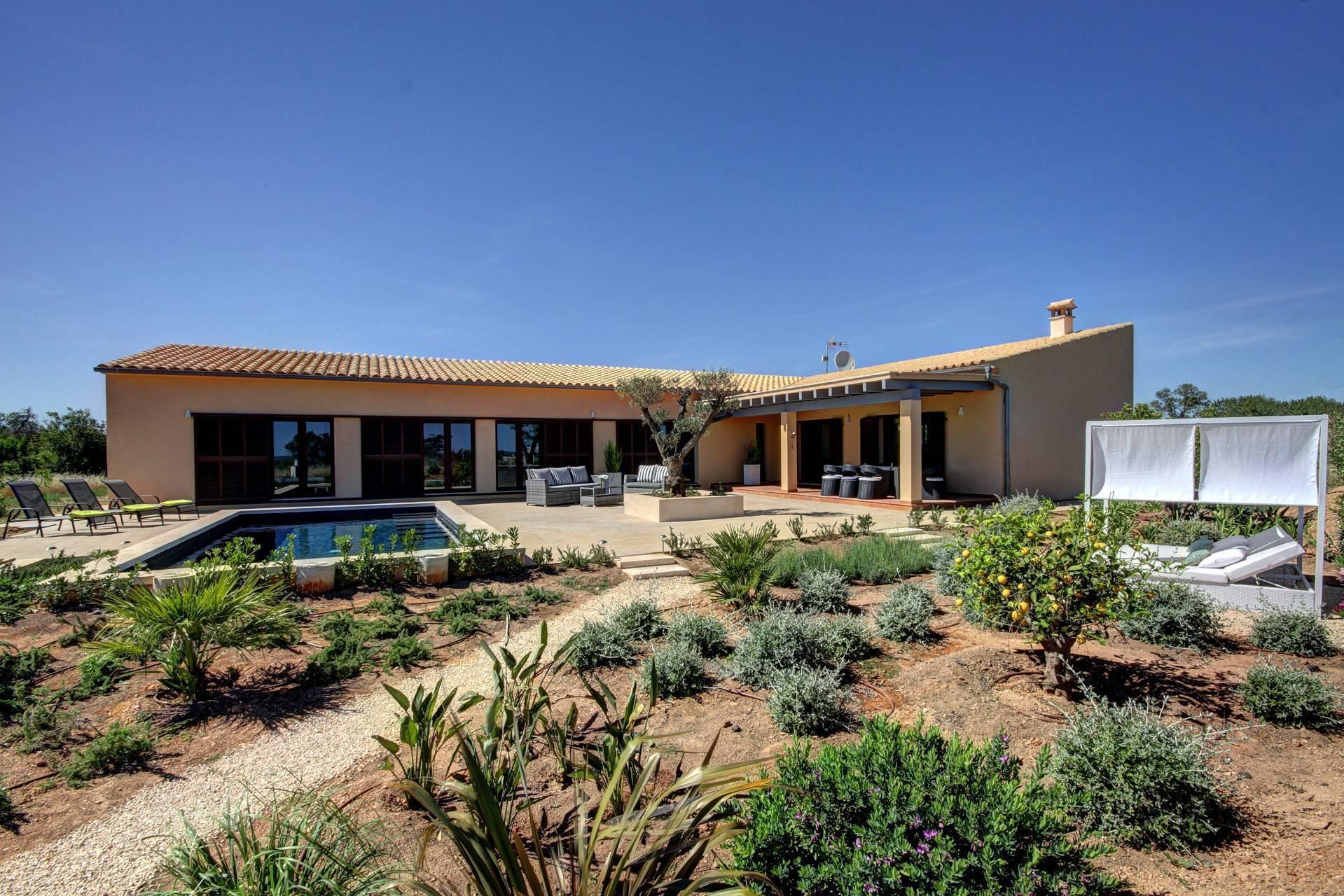 01-262 Modern Finca Mallorca south Bild 1
