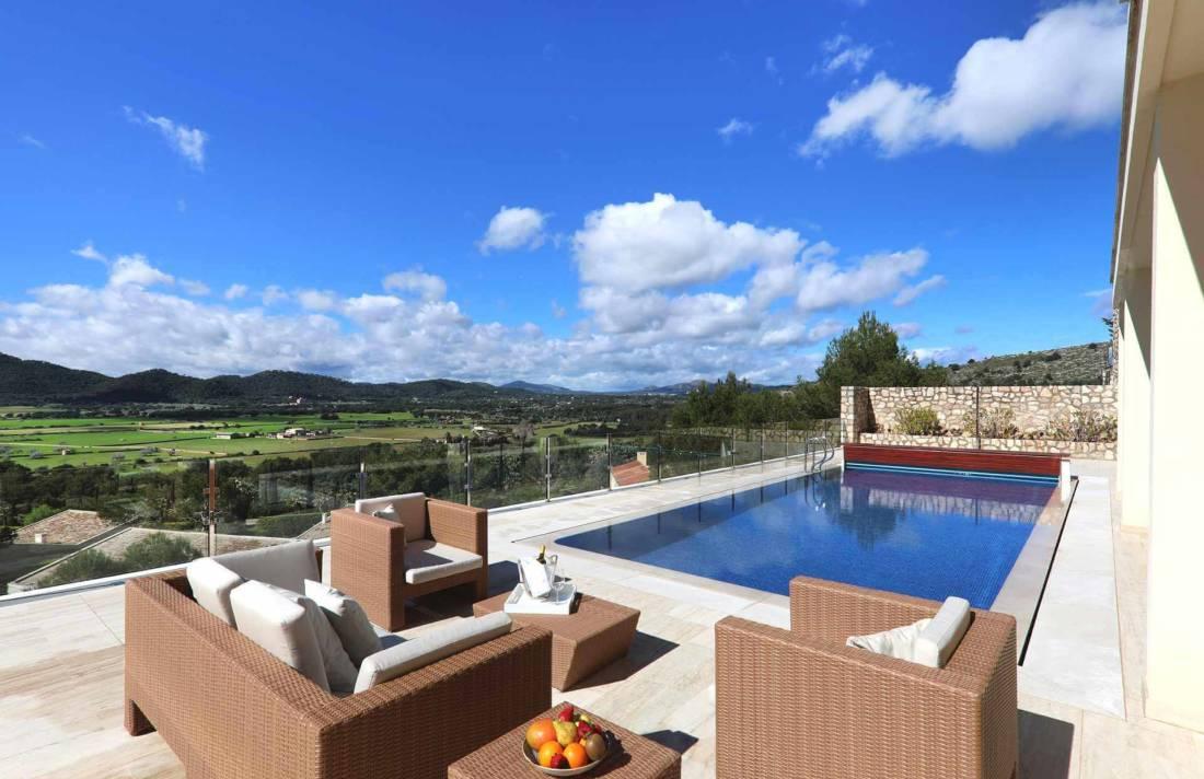 01-328 Villa mit Ausblick Nordosten Mallorca Bild 2