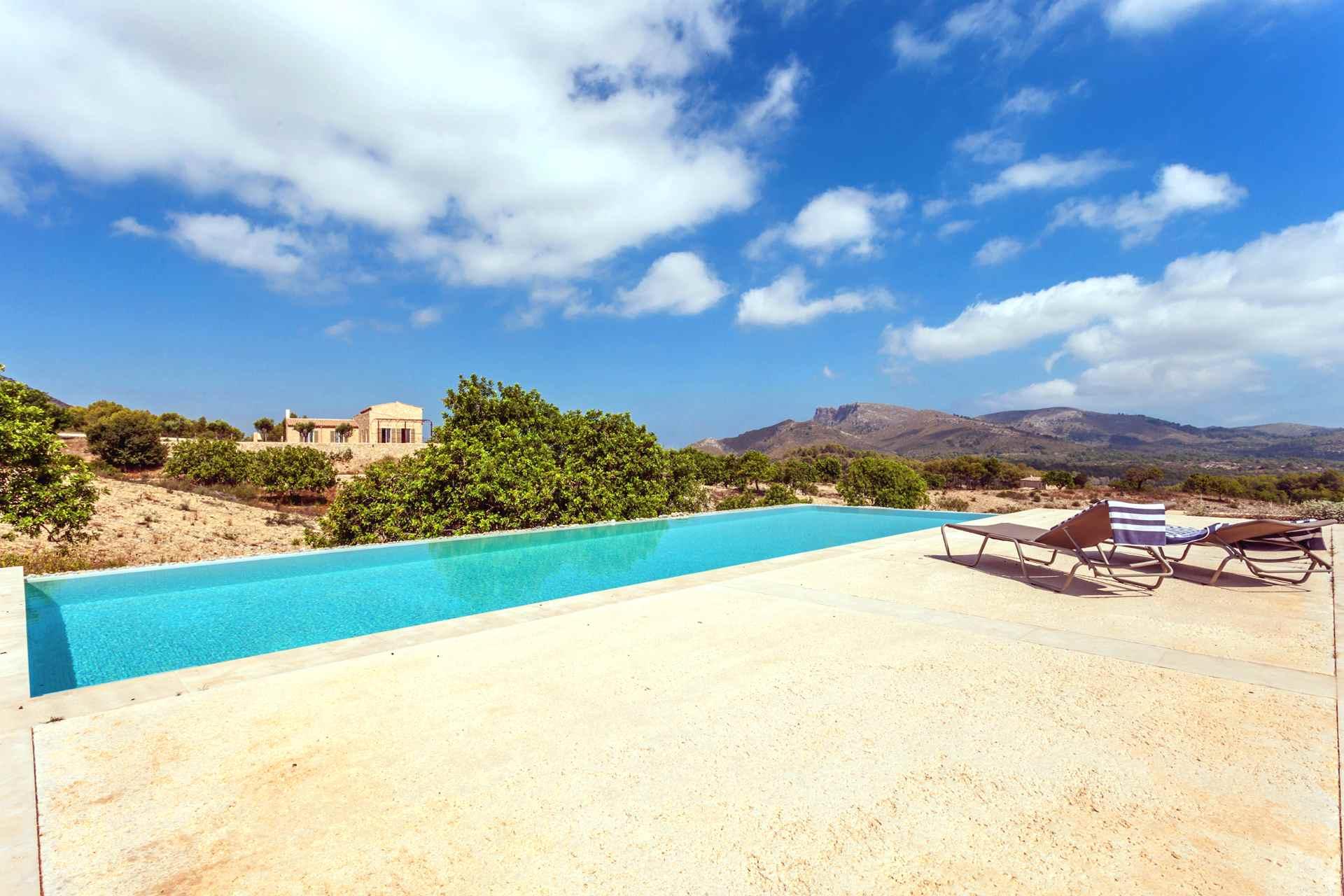01-306 topmoderne Finca Mallorca Nordosten Bild 2