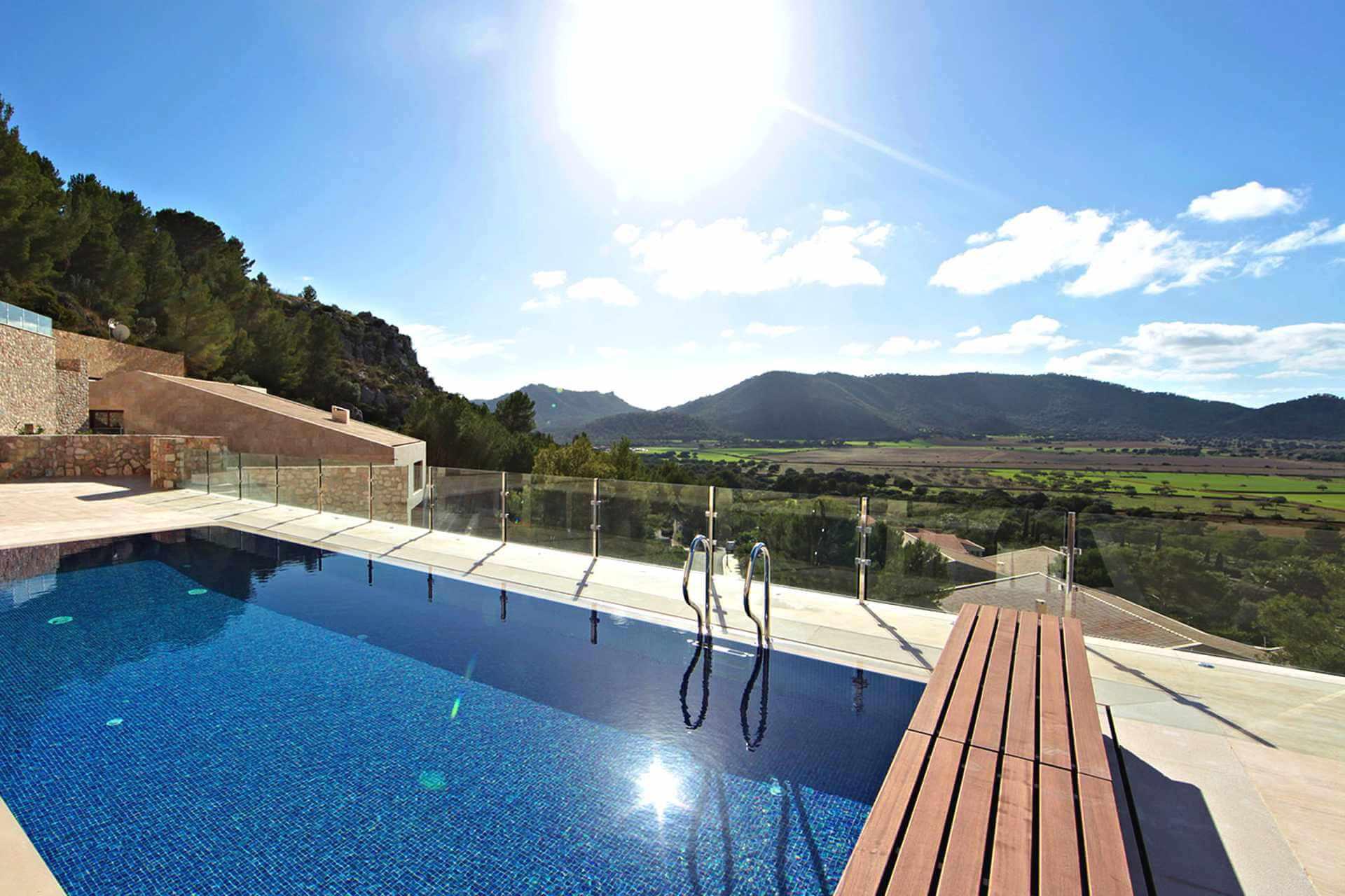 01-328 Villa mit Ausblick Nordosten Mallorca Bild 4