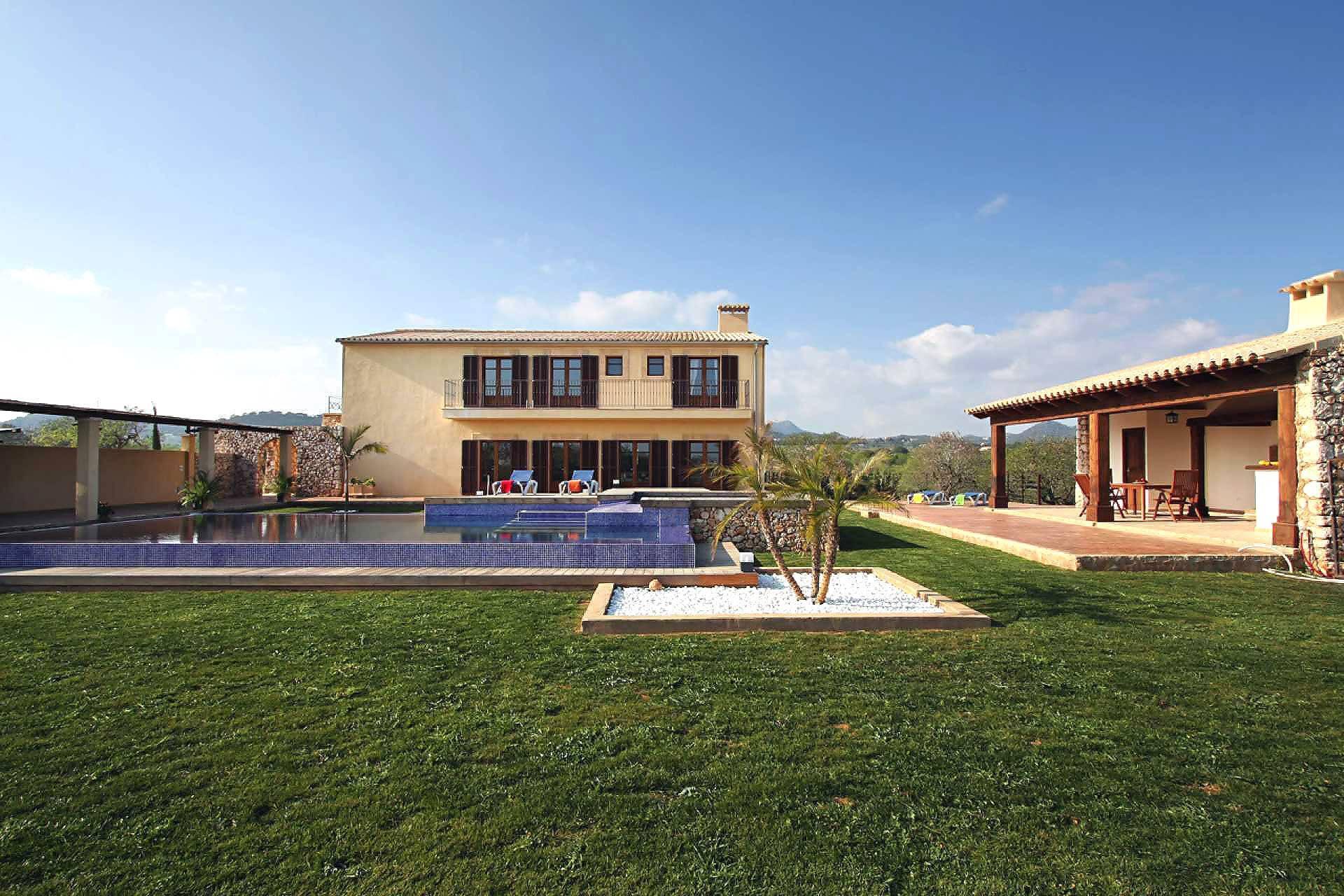 01-58 Moderne Finca Mallorca Osten Bild 3