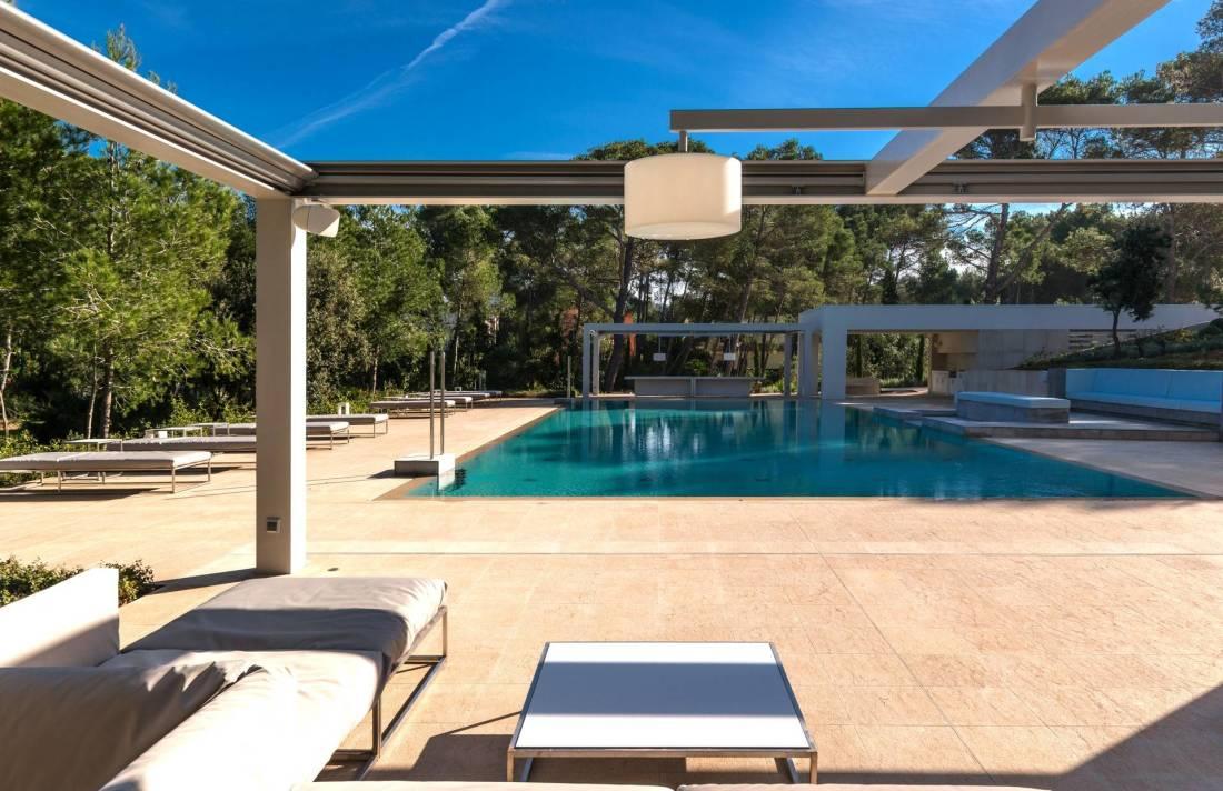 Extravagante villa mallorca norden in alcudia luxus for Mallorca villa mieten