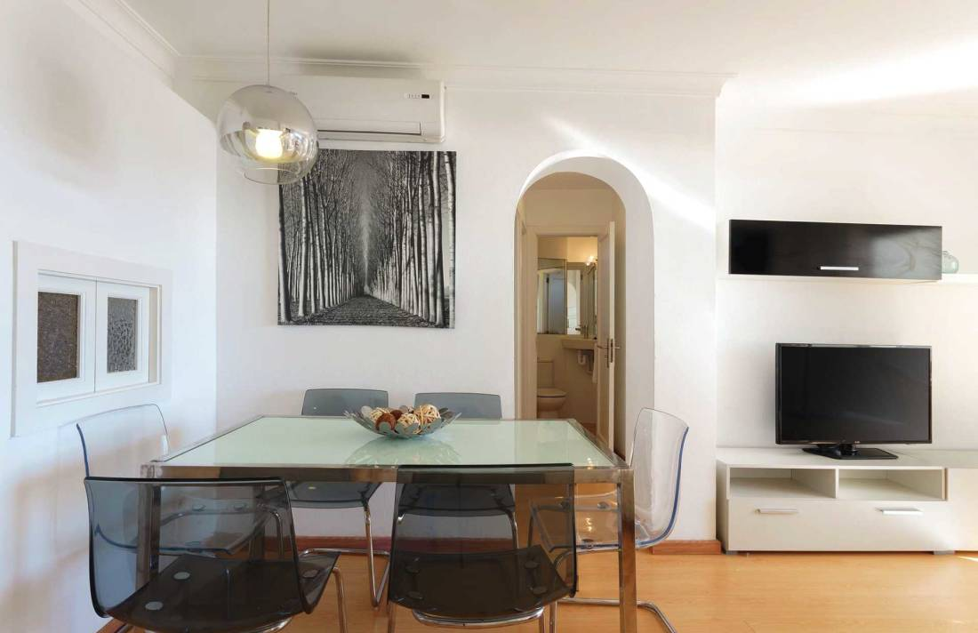01-292 beachfront apartment Alcudia north Bild 6