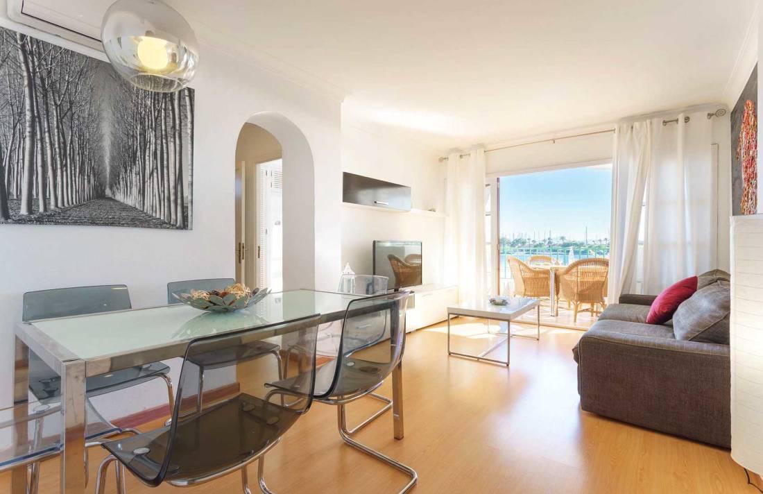 01-292 beachfront apartment Alcudia north Bild 8