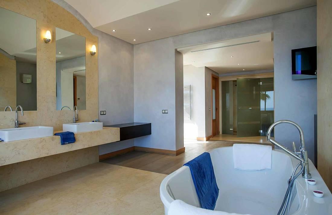 01-268 modern luxury Villa Mallorca southwest Bild 14