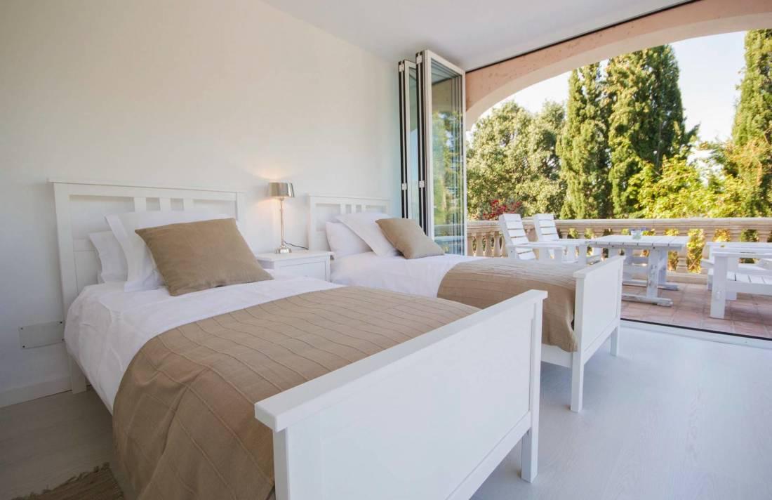 Moderne finca mallorca s dwesten in bunyola luxus for Moderne einzelbetten