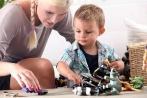 Babysitterin während der Kinderbetreuung