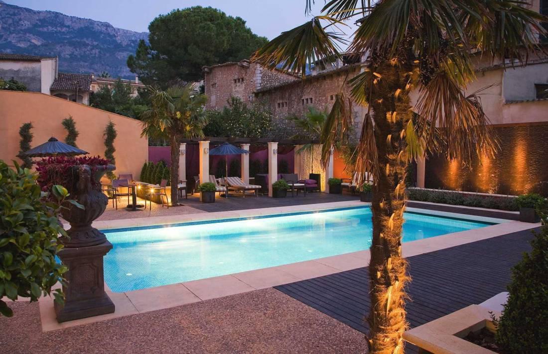 luxus villa mallorca westen in soller luxus feriendomizile. Black Bedroom Furniture Sets. Home Design Ideas