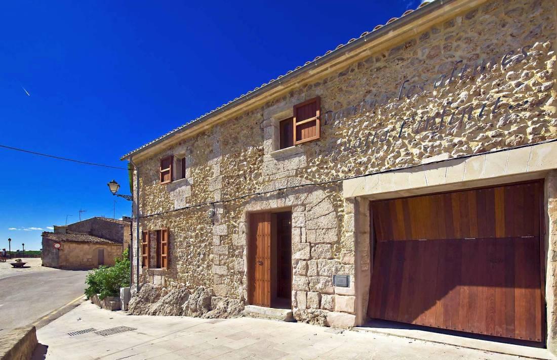 01-83 ländliches Stadthaus Mallorca Norden Bild 3