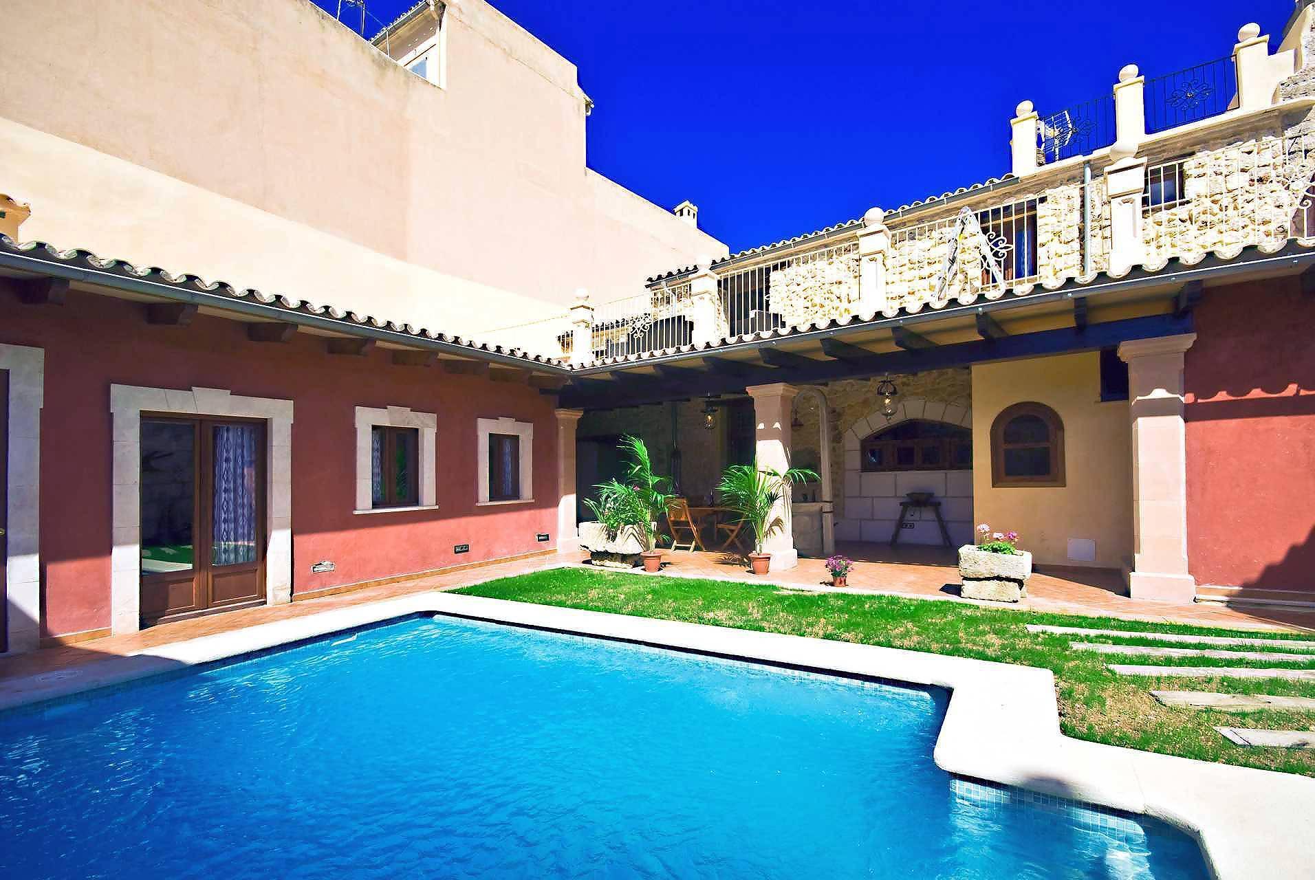 01-83 ländliches Stadthaus Mallorca Norden Bild 5