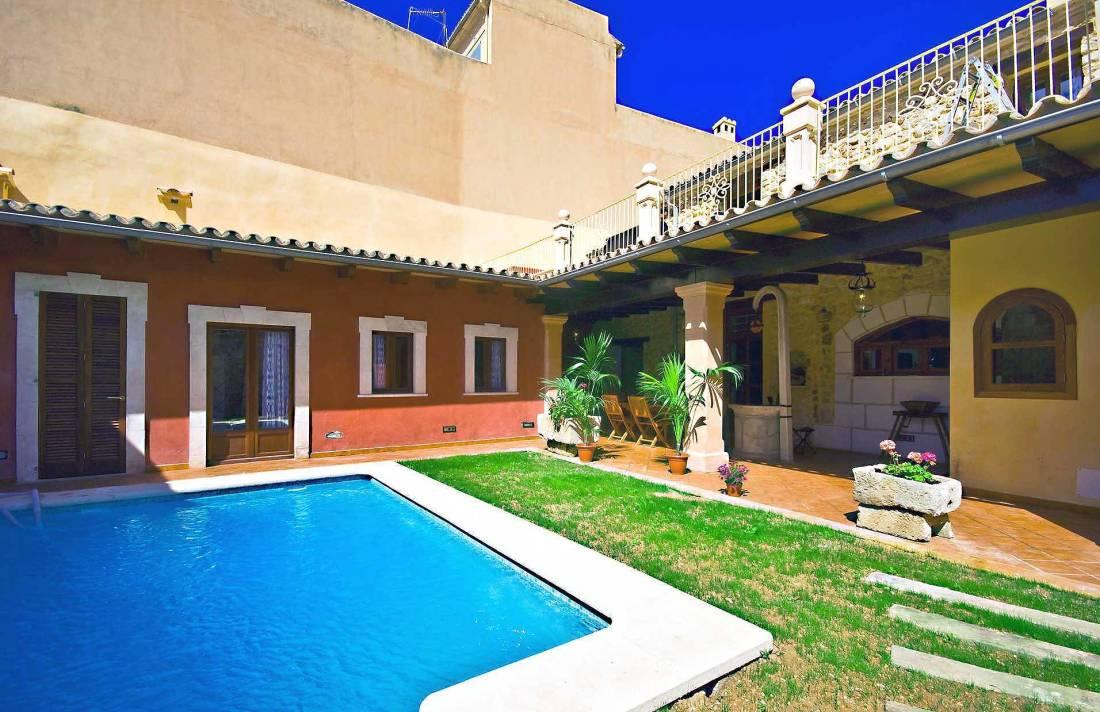 01-83 ländliches Stadthaus Mallorca Norden Bild 6