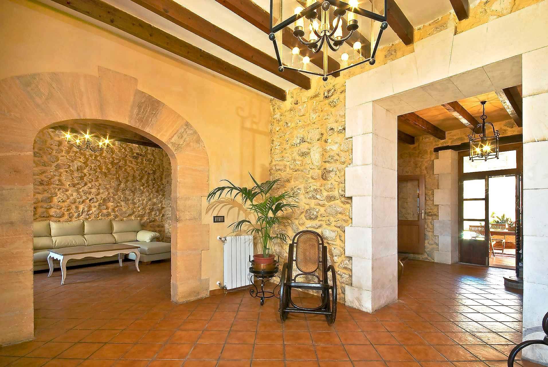 01-83 ländliches Stadthaus Mallorca Norden Bild 19