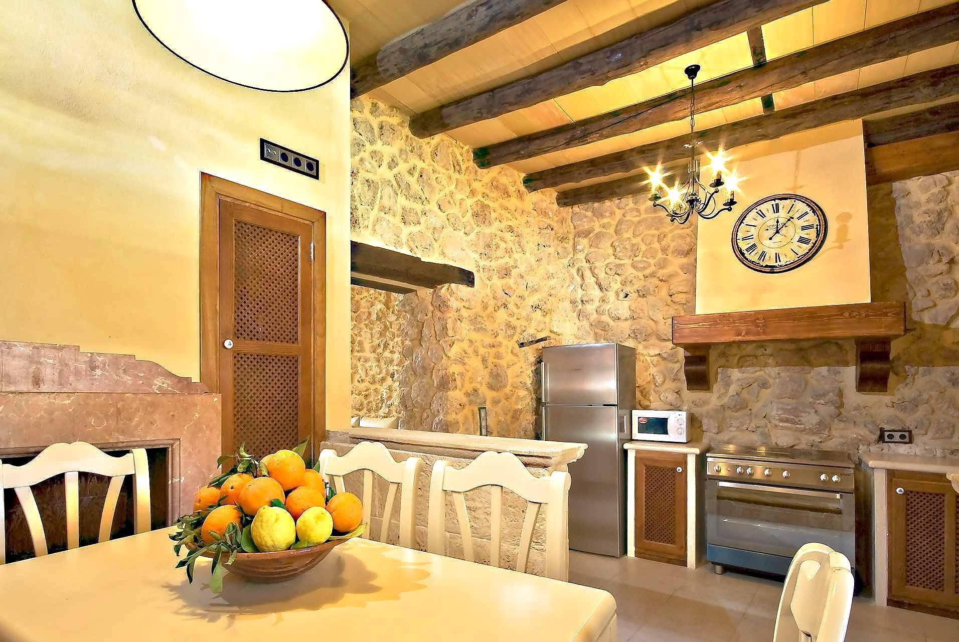 01-83 ländliches Stadthaus Mallorca Norden Bild 24