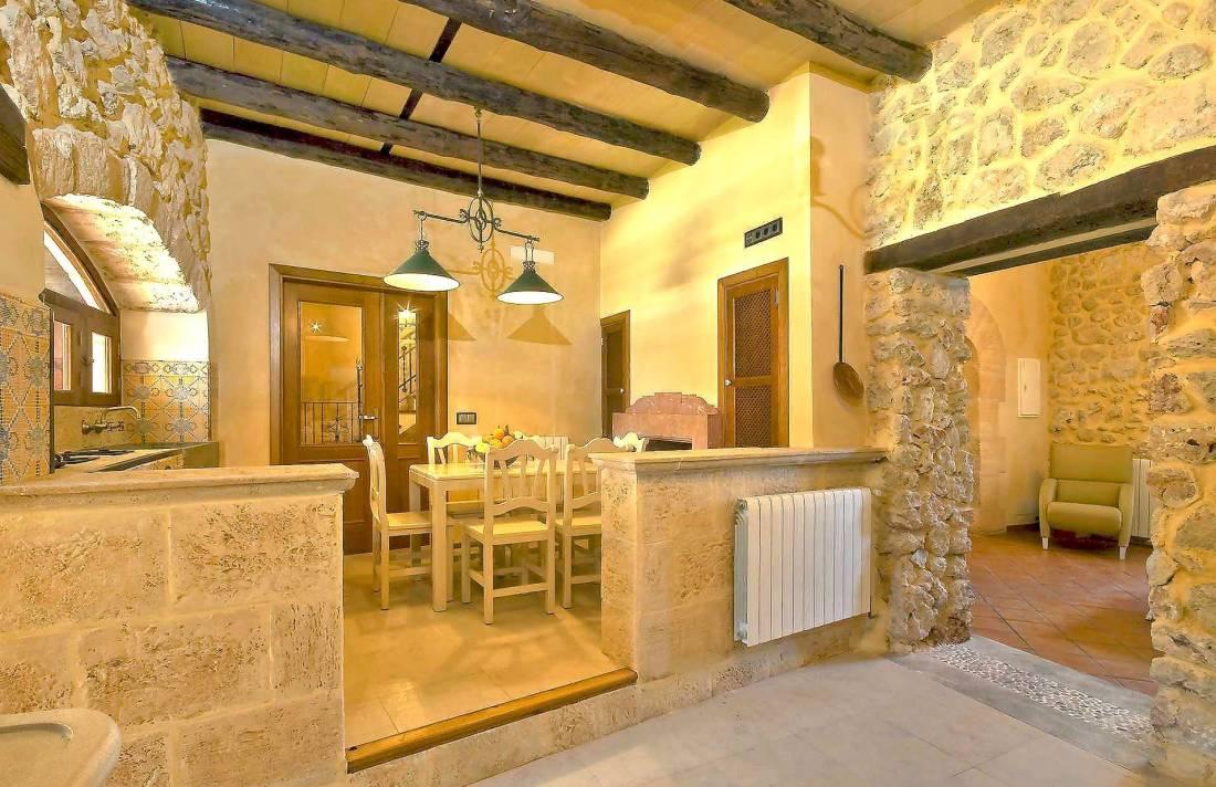 01-83 ländliches Stadthaus Mallorca Norden Bild 26