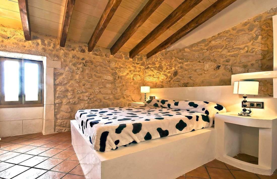 01-83 ländliches Stadthaus Mallorca Norden Bild 35