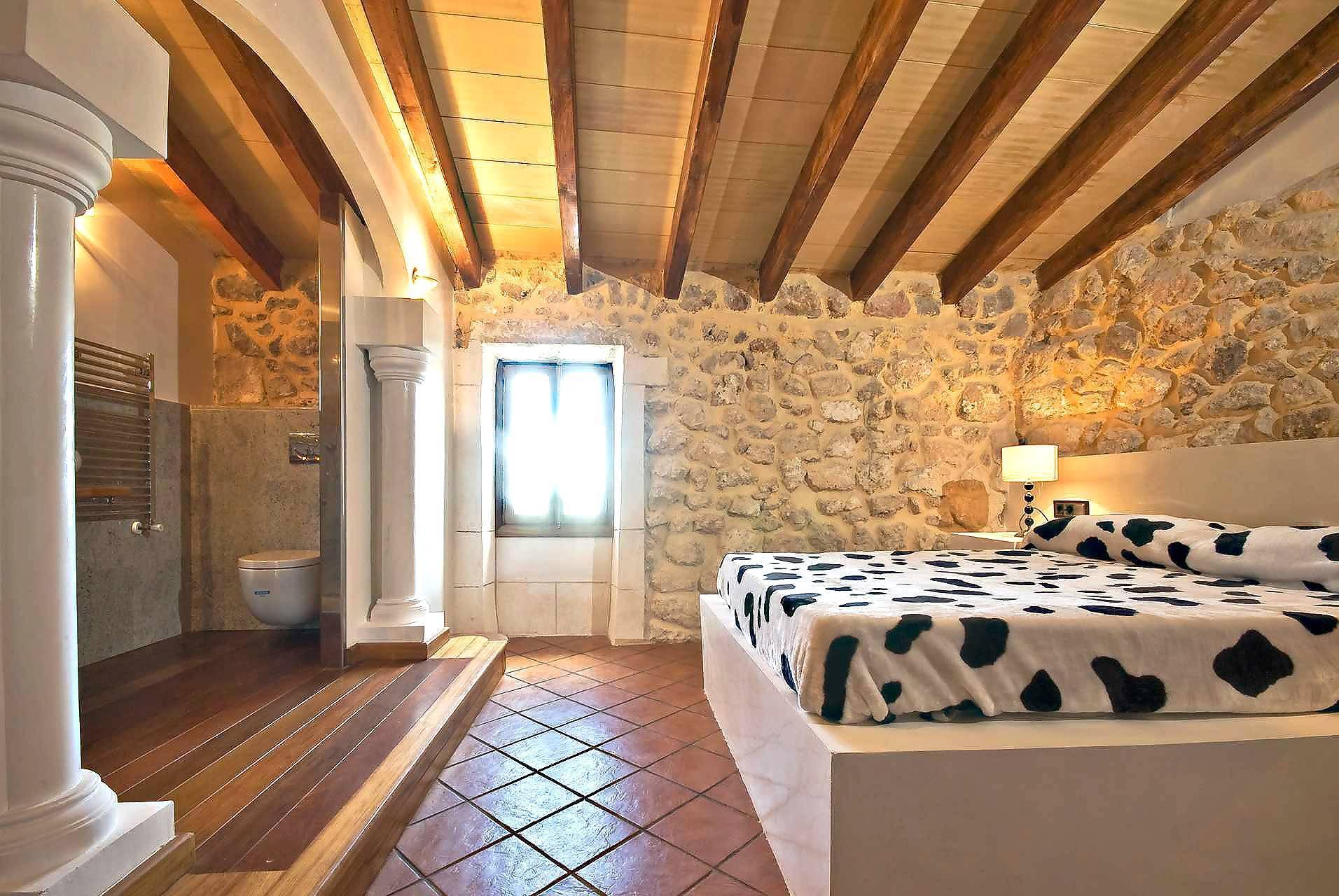 01-83 ländliches Stadthaus Mallorca Norden Bild 36