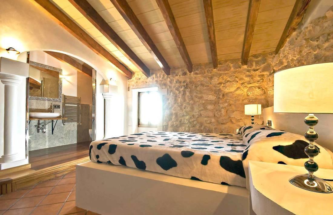 01-83 ländliches Stadthaus Mallorca Norden Bild 37