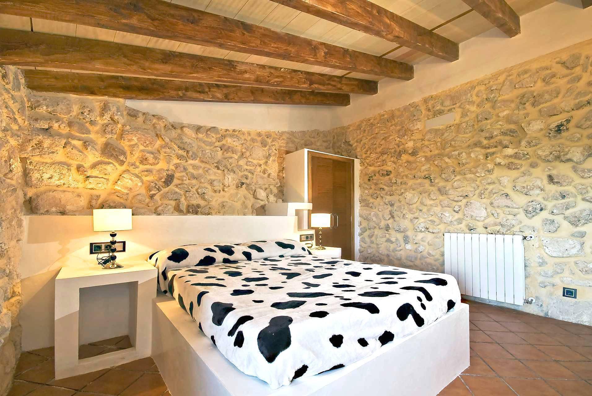 01-83 ländliches Stadthaus Mallorca Norden Bild 38