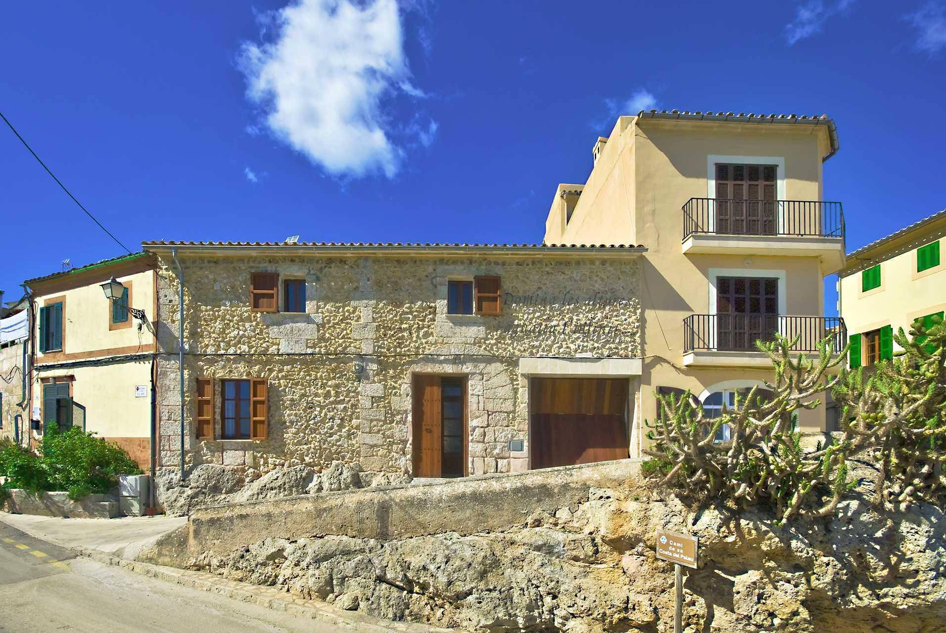 01-83 ländliches Stadthaus Mallorca Norden Bild 1