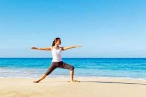 Yoga-Übungen am Strand